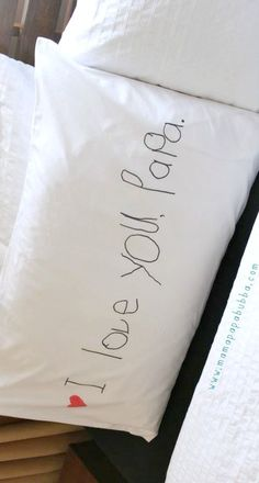 Almofada para o pai, mãe, avó... DIY 'I Love You' Pillowcase {a simple handmade gift} ~ a simple, but sweet gift for the daddy, mommy, grandpa, grandma...
