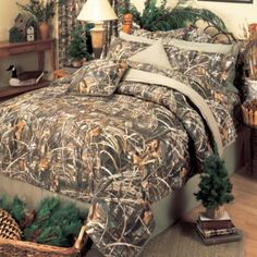 Find Realtree Queen Comforter Set in the Bedding Sets category at Tractor Supply Co.The Realtree Queen Comforter Set is a look that Full Size Comforter Sets, Bedroom Comforter Sets, Queen Comforter Sets, King Comforter, Camouflage Bedroom, Camo Rooms, Hunting Bedroom, Hunting Camouflage, Camo Bedding