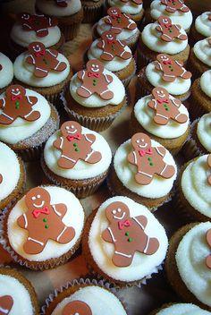 Gingerbread Man on Snow Christmas Cupcakes