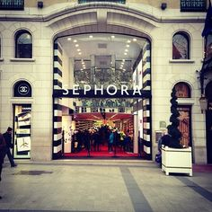 I discovered Sephora in 2001 on my first trip to New York.  The first Sephora shop I ever visited was in Roosevelt Field Mall.  My purchases were Stila's dual illuminating powder, Tarte's cheek stain in doll and Duwop venom lip gloss.