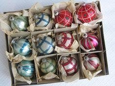 The nicest mid-century ornament sets on Etsy: They make awesome gifts alone, or break them up