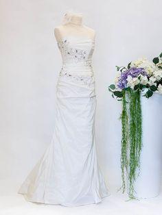 Creazioni Velo di Sposa  #abitodasposa #wedding #matrimonio #sposa Wedding Dresses, Fashion, Bride Dresses, Moda, Bridal Gowns, Alon Livne Wedding Dresses, Fashion Styles, Wedding Gowns, Wedding Dress