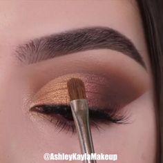 Makeup Tricks to Look Younger : 11 Ways . - Makeup Tricks to Look Younger : 11 Ways to Look Younger With Makeup – - Makeup Eye Looks, Eye Makeup Steps, Smokey Eye Makeup, Eyebrow Makeup, Skin Makeup, Makeup Eyeshadow, How To Eyeshadow, Eyeshadow Makeup Tutorial, Brown Makeup Looks