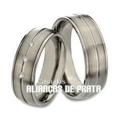 Aliança para namoro Peso aproximado: 12 gramas o par Largura: 5.5 mm Pedras: 3 Zirconias Anatômica Acabamento Fosco e Lis
