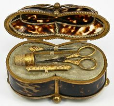 French tortoiseshell etui - a small, often decorative case, esp. one for needles, toilet articles, or the like Vintage Sewing Notions, Antique Sewing Machines, Vintage Sewing Patterns, Sewing Box, Sewing Tools, Sewing Crafts, Sewing Kits, Sewing Tutorials, Sewing Ideas