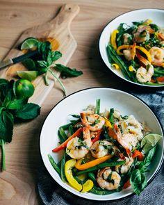 Thai-Style coconut milk and shrimp curry // brooklyn supper Thai Coconut Milk, Healthy Coconut Shrimp, Coconut Curry Shrimp, Coconut Soup, Shrimp Curry, Coconut Rice, Toasted Coconut, Curry Recipes, Shrimp Recipes