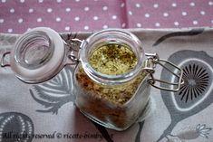 Ti piace il sale aromatizzato, ma vorresti prepararlo in casa, magari con le tue erbe aromatiche? Ecco la ricetta che fa al caso tuo, da preparare con il tuo bimby, buona e soprattutto genuina. Low Carb, Sugar, Food, Drink, Gift, Home, Canning, Beverage, Eten