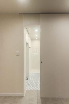 [상월곡 인테리어] 동아에코빌 25평 아파트 인테리어_이사전 by 홍예디자인 : 네이버 블로그 Door Design, Bathtub, Windows, Doors, Interior Design, Bathroom, Home Decor, Standing Bath, Nest Design