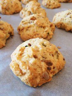 Une recette d'apéro facile et rapide de cookies salés, à customiser avec tous les fromages et les garnitures imaginables !