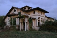 #viceromania #romania #vile #conac #beautiful #parasit #old #history #cultura #turism #ruins