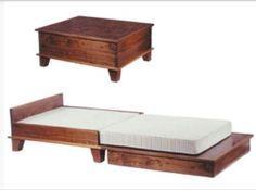Pias Ryddige Hjørne - Table/bed combo. Love multiuse funture.