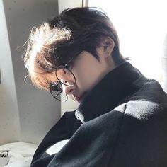 Photo shared by Korean Boys on April 05 2020 tagging one or Korean Boys Hot, Korean Boys Ulzzang, Ulzzang Boy, Beautiful Boys, Pretty Boys, Cute Boys, Cute Asian Guys, Asian Boys, Korean Boy Hairstyle