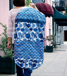 On-the-go Garment Bag - an easy sewing project that's perfect for traveling. :)