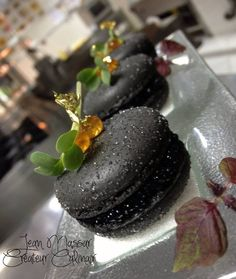 Black Pearl Macarons (Nero Di Seppia Macarons, Cream Cheese & Beluga Caviar) (Bake Cheesecake Plating)