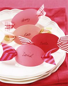 Christmas table decor DIY, Christmas pink decor table ideas, Holiday Christmas candy paper art DIY