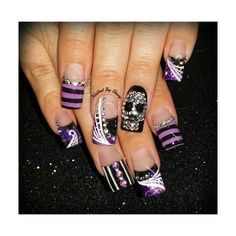Are you looking for easy Halloween nail art designs for October for Halloween party? See our collection full of easy Halloween nail art designs ideas and get inspired! Crazy Nails, Fancy Nails, Diy Nails, Fabulous Nails, Gorgeous Nails, Pretty Nails, Holiday Nail Art, Halloween Nail Art, Easy Halloween