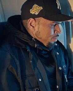 Chris Brown Style, Breezy Chris Brown, Chris Brown Funny, Chris Brown Wallpaper, Chris Brown Pictures, Estilo Cool, Baby Daddy, Going Crazy, Celebrity Crush