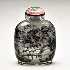 Glass Snuff Bottle with Interior Painting  Ch'ing Dynasty (1644-1911)  Body height: 6 cm     In the late 17th century, Western snuff and snuff containers entered China. At its peak, various Western countries and the Vatican in Rome often presented snuff and snuff containers as gifts to the court. Since snuff boxes were not ideal containers for snuff, people at the time adapted and used small-mouthed jars originally used in the Ming dynasty for medicine.