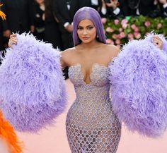 "Kylie Jenner dressed in Versace gown at 2019 MET Gala. The MET Costume Institute Gala ""Camp: Notes On Fashion"" - Fab Fashion Fix. Photos Kylie Jenner, Kylie Jenner Dress, Kylie Jenner Instagram, Kylie Jenner Style, Kendall And Kylie Jenner, Les Benjamins, Costume Halloween, Travis Scott, Petite Fille"