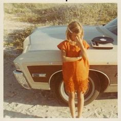 Vintage photo of a girl. 70s Aesthetic, Aesthetic Vintage, Old Pictures, Old Photos, Vintage Photographs, Vintage Photos, Polaroid Pictures, Polaroids, The Wombats