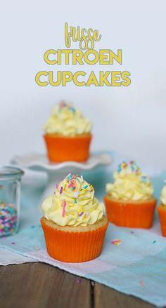 Recept voor frisse citroen cupcakes.  -www.schepjesuiker.nl