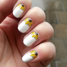 41 Eye-Catching Designs For Fun Summer Nails Sunny Summer Nail Art With Floral Pattern Nail Art Jaune, Nail Art Blanc, Nail Art Designs, White Nail Designs, Cute Summer Nail Designs, Cute Summer Nails, Summer Design, Nail Summer, White Nail Art