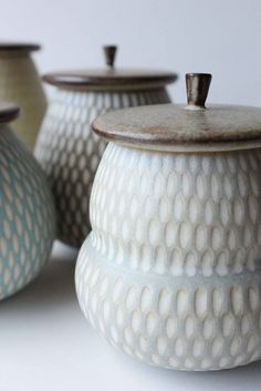 Inexpensive, elegant and versatile, pottery is a worthwhile addition to your home, and you should definitely consider getting some for your interior design project. Pottery is used to decorate diff… Ceramic Jars, Ceramic Pottery, Pottery Art, Ceramic Boxes, Earthenware, Stoneware, Keramik Design, Sculptures Céramiques, Japanese Ceramics