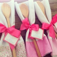 If you're preparing to get married, one of the first things you need to plan is how to make your bridal shower remarkable. Bride Shower, Wedding Shower Favors, Party Favors, Baby Shower, Homemade Gifts, Diy Gifts, Kitchen Shower, Unique Bridal Shower, Creative Gifts