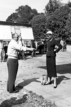 Director Billy Wilder gives Audrey Hepburn directions on the set of Sabrina Old Movies, Great Movies, Twiggy Model, Sabrina 1954, Billy Wilder, Film Institute, Hollywood, Glamour, Actresses