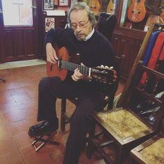 "Ha llegado a la tienda la nueva guitarra profesional Tradicional ""Serranito""!!! // Serranito has visited the store this morning and He played the new Serranito Traditional guitar"