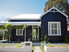 Best Exterior Paint Colors For House Weatherboard Window 63 Ideas House, Cottage Exterior, House Color Schemes, House Front, Exterior House Colors, Exterior Design, Weatherboard House, House Painting, Australian Homes