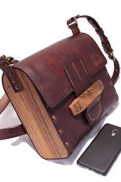 Johnny Red Wood Maxi Messenger Bag