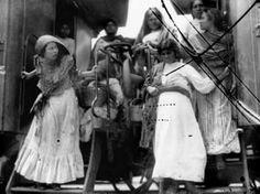 *LA AUTENTICA ADELITA. Adelita, la mujer más famosa de los corridos revolucionarios...  Adela Velarde Pérez nació en Ciudad Juárez, Chihuahua, justamente un día 8 de septiembre del año 1900. Dicen quienes la conocieron que heredó el carácter fuerte e indomable de su abuelo, el General Rafael Velarde, decidido partidario, pero además, amigo personal de Benito Juárez, a quien protegió de casa en casa durante su presidencia itinerante.  Esta es la historia de una heroína de la Revolución…