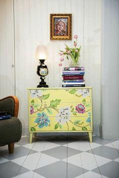 Yellow, flowers, painted drawers, bureau, byrå