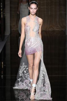 Julien Macdonald Spring 2014 Ready-to-Wear Collection Slideshow on Style.com WE LIKE!