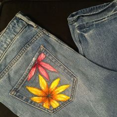 painted denim jeans, liquitex professional acrylics, flowers, pocket paintings, … – Painting on jeans - Hybrid Elektronike Diy Jeans, Diy Shorts, Jeans Denim, Jean Shorts, Painted Shorts, Painted Jeans, Painted Clothes, Diy Clothing, Custom Clothes