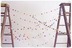 DIY: star garland - but with hearts instead! Diy Photo Backdrop, Diy Photo Booth, Photo Backdrops, Backdrop Ideas, Diy For Kids, Crafts For Kids, Diy Crafts, Diy Star, Diy Girlande