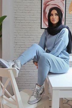 Modern Hijab Fashion, Street Hijab Fashion, Hijab Fashion Inspiration, Muslim Fashion, Mode Inspiration, Fashion Outfits, How To Wear Sweatpants, Hijab Style Tutorial, Mode Hijab