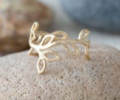 Leaf Branch Ring In Gold on Luulla