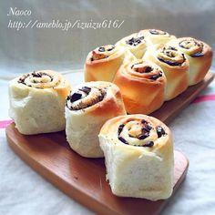 授業参観の振り替え休日な長女ちゃん(小1)と一緒に、おやつのチョコロールちぎりパン作りしました♬ 一緒に手ごねして、一緒に巻き巻きして、一緒に切って並べて♬楽しかったね♡ すでに味見で無くなりそうです♡ - 207件のもぐもぐ - 子供と作るおやつ♡ふわふわチョコロールちぎりパン by naocoisa