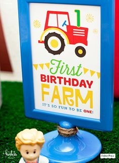 Free, printable 4x6 farm first birthday sign designed by @Hostess with the Mostess. An easy DIY decoration to color up some fun in your party space.