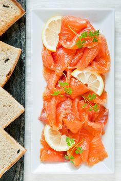 Salmon Gravlax Recipe with amazing Hollandaise Sauce. I learnt the recipe for this hollandaise sauce in a restaurant and everyone love it Sushi Recipes, Salmon Recipes, Seafood Recipes, Asian Recipes, Healthy Recipes, Healthy Eats, Healthy Life, I Love Food, Good Food