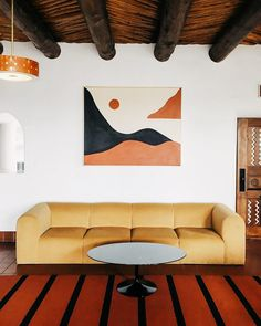 Husband-and-wife creative team Jay & Alison Carroll used historically inspired decor from the American Southwest to redesign an adobe motor inn in Santa Fe. Home Living, My Living Room, Modern Living, Hotels In Malibu, Alison Carroll, My Road Trip, Santa Fe Style, Décor Boho, Piece A Vivre