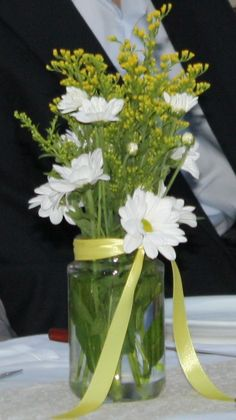 Mason jar Centerpiece for Wedding - Στολισμός γάμου με βαζάκια μαρμελάδας. Glass Vase, Table Decorations, Home Decor, Decoration Home, Room Decor, Home Interior Design, Dinner Table Decorations, Home Decoration, Interior Design