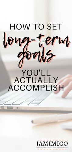 Ever set a long-term goal only to forget about it? Or maybe you remember your goal, but don't really do anything to accomplish it. Click through for a step-by-step guide to setting long-term goals you'll actually accomplish! how to set long-term goals Career Planning, Career Goals, Career Advice, School Goals, Life Advice, 10 Year Plan, Short Term Goals, New Year Goals, Term Life