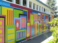 I like the use of shape and color. mural at nootka elementary school, vancouver, by students from Langara College 3d Art Projects, Collaborative Art Projects, Murals Street Art, Mural Painting, Mural Art, School Murals, High School Art, Art Classroom, Art Club