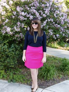 Fun, hot pink skirt. Work Wear Office, Hot Pink Skirt, Pink Office, Office Outfits, Work Outfits, Work Skirts, Professional Look, Everyday Fashion, Leather Skirt