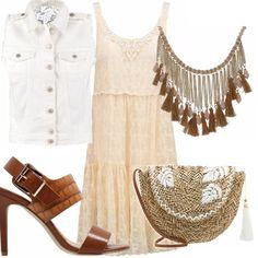 Outfit con un abito di pizzo romantico smorzato da un gilet di jeans bianco, una graziosa tracolla di paglia ricamata, collana importante con nappine e sandalo alto cognac.