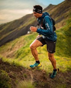 Running Discover Outdoor Running Gear After gift inspiration for the trail runner in your life or yourself? Check out our list of the best affordable and useful gifts for trail runners. Equipement Running, Running Gear, Fell Running, Running Pose, Running Club, Running Training, Running Photos, Best Cardio Workout, Running Inspiration