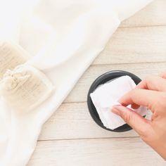 Las toallas desmaquillantes reutilizables de tela, viene en un kit de 10 toallitas de 6cm x 6cm. Fabricadas con fibra natural 100% suaves, absorbentes y fáciles de lavar. Es una alternativa ecológica y cero desperdicio. Las toallas desmaquillantes reutilizables las puedes utilizar para limpiar o desmaquillar tu rostro y reemplazan las toallas desmaquillantes desechables. Zero Waste, Glass Of Milk, Kit, Food, Tela, Self Care, Towels, Essen, Meals